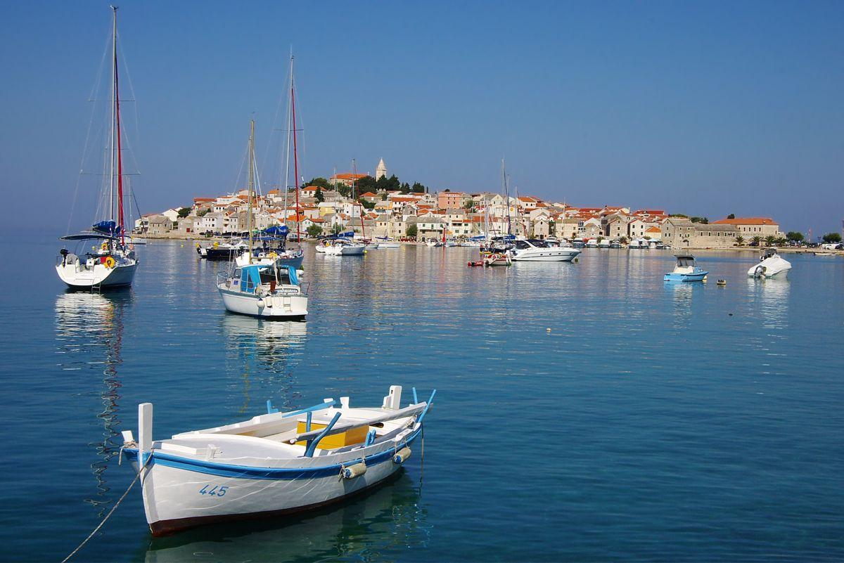 Yacht charter croatia motor yacht and motor boat charter for Motor yacht charter croatia