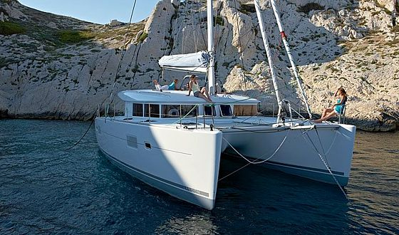 Catamaran L Anchor on Lagoon 400 Layout